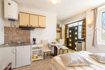 Motovun, Dining room in the studio-apartment, WiFi.
