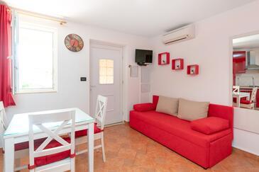Vrsar, Sufragerie în unitate de cazare tip studio-apartment, aer condiționat disponibil şi WiFi.