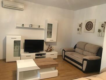 Kostanje, Obývací pokoj v ubytování typu house, s klimatizací, domácí mazlíčci povoleni a WiFi.