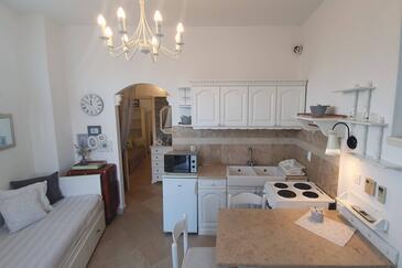 Lovran, Jídelna v ubytování typu apartment, s klimatizací, domácí mazlíčci povoleni a WiFi.