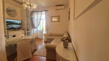 Lovran, Гостиная в размещении типа apartment, доступный кондиционер, Домашние животные допускаются и WiFi.