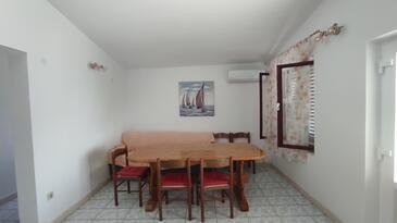 Luka Dubrava, Obývací pokoj v ubytování typu apartment, domácí mazlíčci povoleni a WiFi.