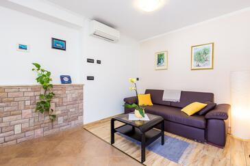 Lovran, Pokój dzienny w zakwaterowaniu typu apartment, Dostępna klimatyzacja i WiFi.