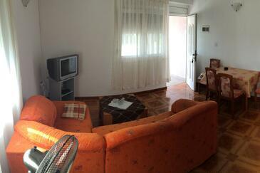 Vir, Obývacia izba v ubytovacej jednotke apartment, dostupna klima i WIFI.