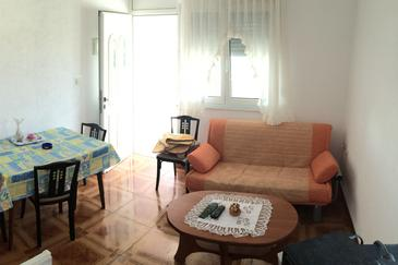 Vir, Obývacia izba v ubytovacej jednotke apartment, klimatizácia k dispozícii a WiFi.