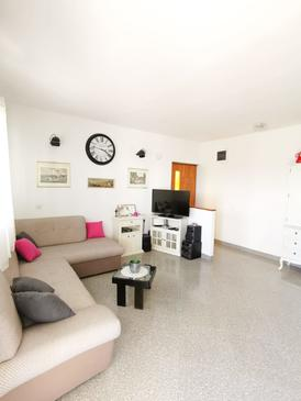 Mimice, Living room in the apartment, air condition available, (pet friendly) and WiFi.