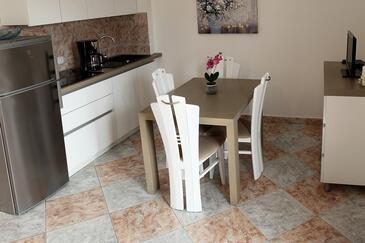 Primošten, Blagovaonica u smještaju tipa apartment, dostupna klima i WiFi.