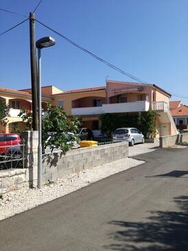 Vrsi - Mulo, Zadar, Объект 14243 - Апартаменты с галечным пляжем.