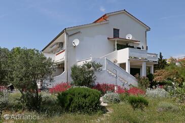 Barbat, Rab, Объект 14247 - Апартаменты вблизи моря с галечным пляжем.