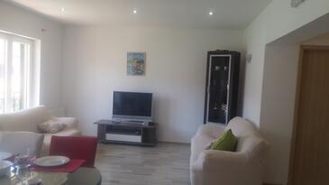 Marina, Sala de estar in the apartment, air condition available, (pet friendly) y WiFi.