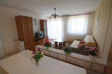 Lumbarda, Living room in the house, air condition available, (pet friendly) and WiFi.