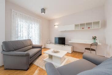 Novalja, Obývací pokoj v ubytování typu apartment, klimatizácia k dispozícii a WiFi.