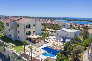 Novalja, Pag, Hébergement 14275 - Appartement avec une plage de sables.