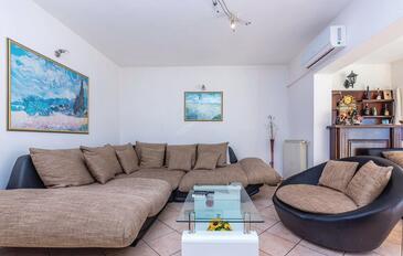 Kostrena, Obývací pokoj v ubytování typu apartment, s klimatizací, domácí mazlíčci povoleni a WiFi.