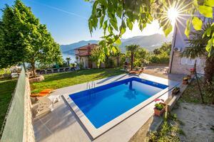 Appartements avec piscine pour les familles avec enfants Rijeka - 14294