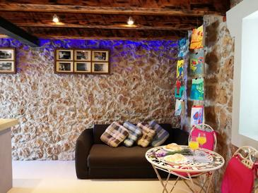 Nin, Obývací pokoj v ubytování typu house, s klimatizací, domácí mazlíčci povoleni a WiFi.