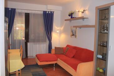 Novigrad, Obývací pokoj v ubytování typu apartment, dostupna klima i WIFI.