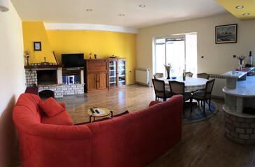 Zajci, Sala de estar in the apartment, air condition available y WiFi.