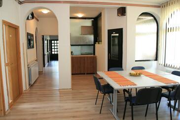 Josipdol, Jídelna v ubytování typu apartment, domácí mazlíčci povoleni a WiFi.