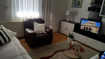 Tugare, Obývacia izba v ubytovacej jednotke apartment, dostupna klima i WIFI.