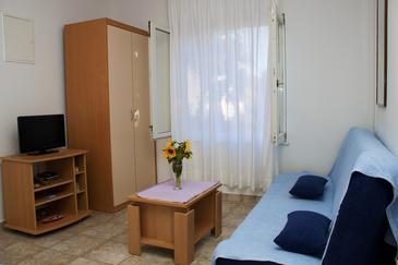 Petrčane, Obývací pokoj v ubytování typu apartment, s klimatizací, domácí mazlíčci povoleni a WiFi.