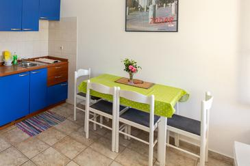 Petrčane, Sufragerie în unitate de cazare tip apartment, animale de companie sunt acceptate şi WiFi.