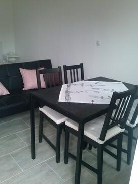 Martinšćica, Jídelna v ubytování typu studio-apartment, domácí mazlíčci povoleni a WiFi.