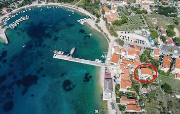 Martinšćica, Cres, Objekt 14334 - Apartmani blizu mora sa šljunčanom plažom.
