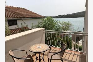 Apartments by the sea Tisno, Murter - 14346