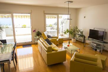 Split, Dnevni boravak u smještaju tipa apartment, dostupna klima i WiFi.