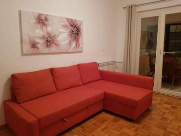Sveti Filip i Jakov, Living room in the apartment, air condition available, (pet friendly) and WiFi.