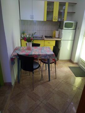 Kaštel Kambelovac, Jídelna v ubytování typu apartment, s klimatizací a WiFi.