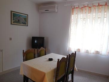 Povlja, Dining room in the apartment, air condition available and WiFi.