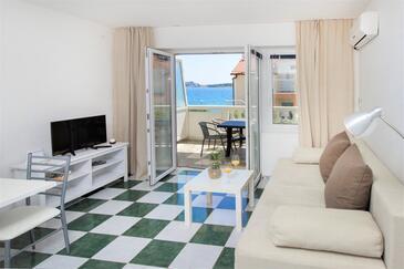 Vodice, Wohnzimmer in folgender Unterkunftsart apartment, Klimaanlage vorhanden und WiFi.