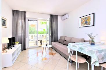 Vodice, Living room in the studio-apartment, air condition available and WiFi.