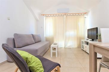 Vodice, Living room in the apartment, air condition available and WiFi.