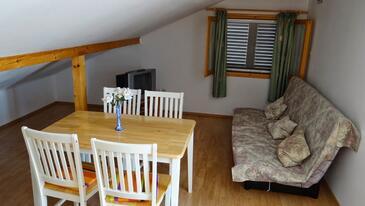 Prižba, Jídelna v ubytování typu apartment, s klimatizací, domácí mazlíčci povoleni a WiFi.