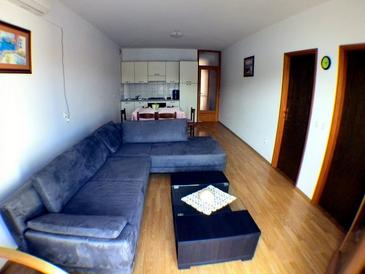 Prižba, Living room in the apartment, air condition available, (pet friendly) and WiFi.