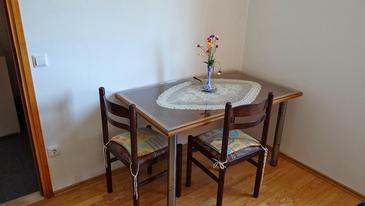 Prižba, Dining room in the studio-apartment, air condition available, (pet friendly) and WiFi.