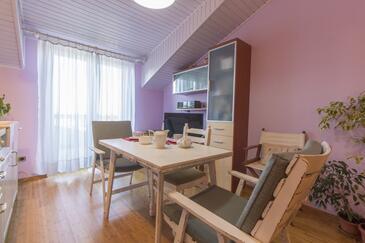 Šibenik, Jídelna v ubytování typu apartment, domácí mazlíčci povoleni a WiFi.