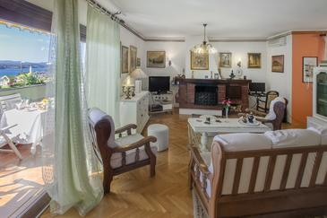 Šibenik, Living room in the studio-apartment, air condition available, (pet friendly) and WiFi.