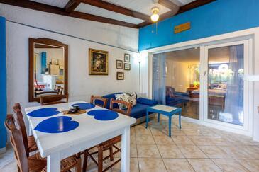 Banjole, Jídelna v ubytování typu apartment, WiFi.
