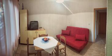 Povlja, Salle à manger dans l'hébergement en type apartment, climatisation disponible, animaux acceptés et WiFi.