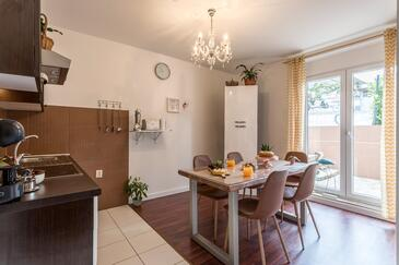 Split, Dining room in the apartment, (pet friendly) and WiFi.