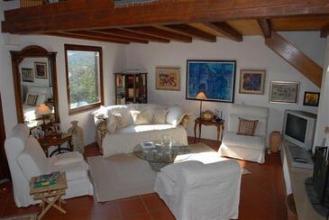 Bobovišća na Moru, Obývací pokoj 1 v ubytování typu house, s klimatizací a WiFi.
