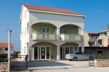 Sukošan, Zadar, Объект 14419 - Апартаменты с галечным пляжем.