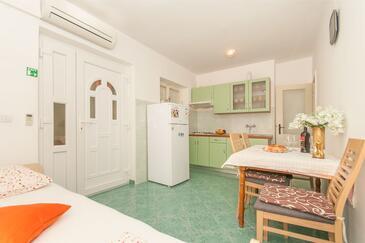 Omiš, Столовая в размещении типа apartment, доступный кондиционер и WiFi.