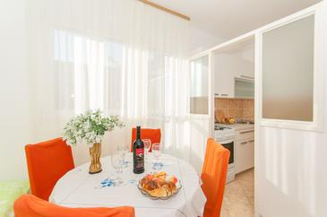 Omiš, Dining room in the apartment, WiFi.