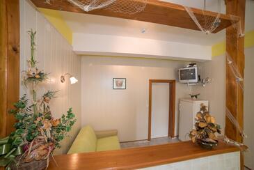 Supetarska Draga - Donja, Obývací pokoj v ubytování typu apartment, domácí mazlíčci povoleni a WiFi.