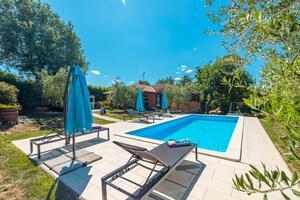 Family friendly house with a swimming pool Sveti Lovreč, Central Istria - Središnja Istra - 14432